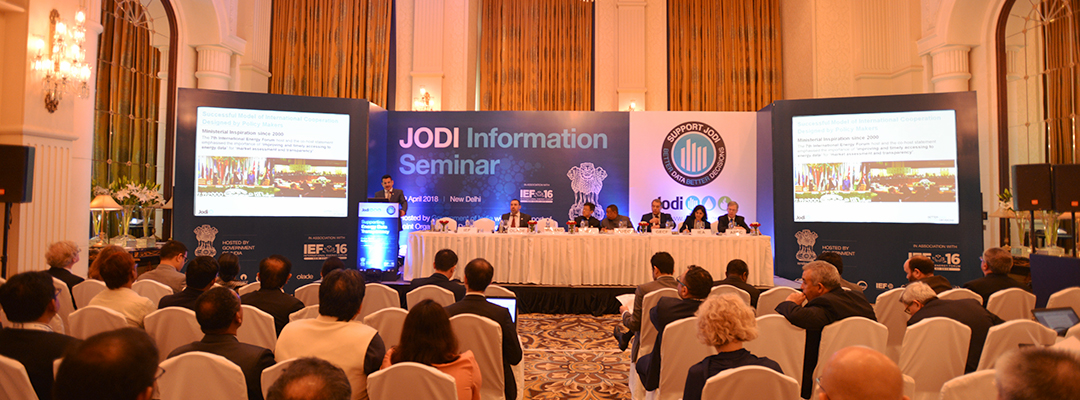Fuad AlZayer presenting at the JODI Information Seminar